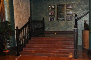 Лестница на заказ в ресторане Хучи-Кучи