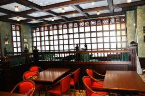 Деревянный стиль интерьера ресторана