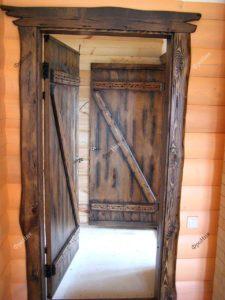 Деревянные двери в частный дом