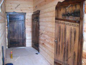 Двери в баню из дерева