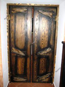 Дверь в старинном стиле