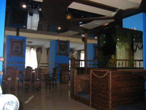 Деревянный интерьер ресторана на заказ