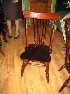 Классический стол под старину под лаком