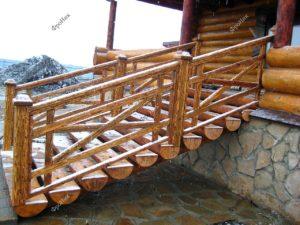 Лесенка на террасу из бревен