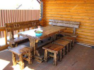 Обеденный стол для гостей на закрытую террасу под навесом