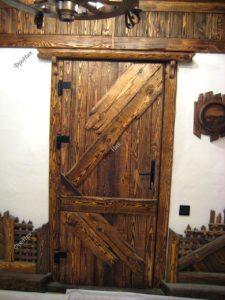 Двери из массива дерева на заказ в Тюмени