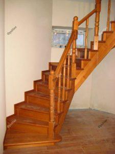 Лестница на второй этаж в частном дома