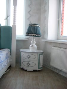 Тумбочка в спальню под классику белая