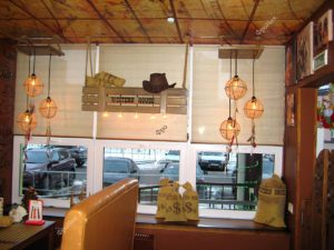 Отделка деревом в интерьере кафе