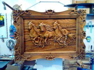 Картина из дерева лошади