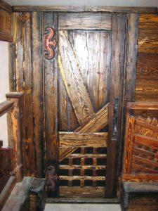 Дверь из темного дерева каталог