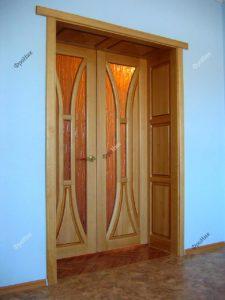 Дверь из сосны с наличниками