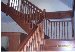 Деревянные лестницы в Тюмени на заказ