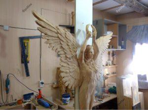 Резьба до дереву статуя