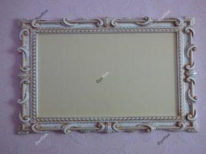 Белая резная деревянная рамка