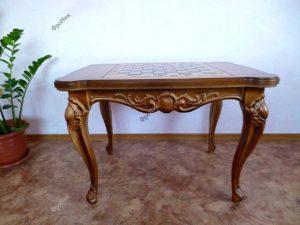 Шахматный столик из массива дерева