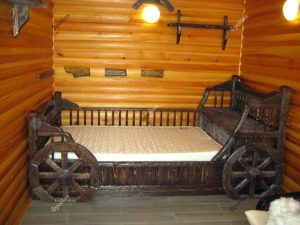 Деревянная кровать под старину