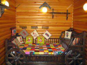 Кровать из дерева телега