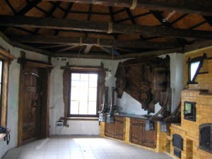 Деревянные балки на потолке под старину