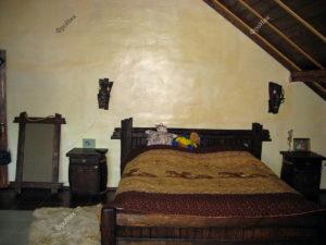 Кровать под старину на мансарде