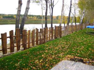 Деревянный забор под старину