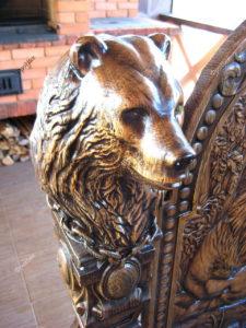 Медведь из дерева резьба