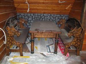 Деревянная мифическая мебель